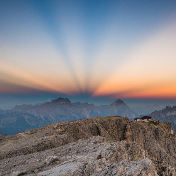 Sonnenstrahlen bei Sonnenuntergang während einem Fotokurs.