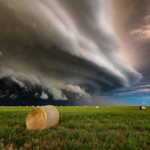 Gewitterfront einer Superzelle während dem Fotografieren.