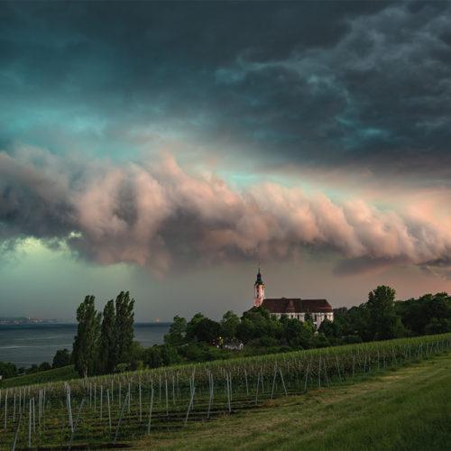 Ein Gewitter über dem Bodensee in Baden-Württemberg