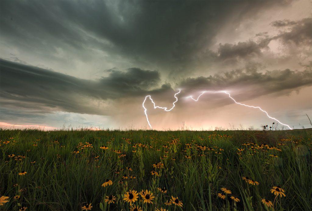 Fotografieren Sie als Hobbyfotograf Blitze von Gewittern.