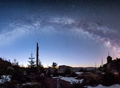 Zum fotografieren der Milchstraße muss der Himmel frei von Wolken sein.