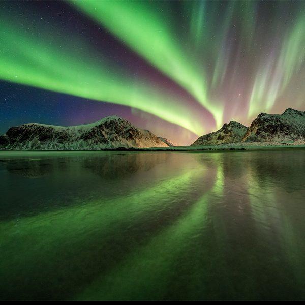 Skagsanden auf den Lofoten mit Nordlichtern