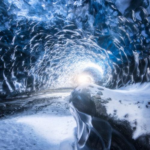 Eine Gletscherhöhle auf Island