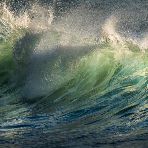 Die Farben und Formen von Wellen bieten mir als Fotograf ein spannedes Motiv.