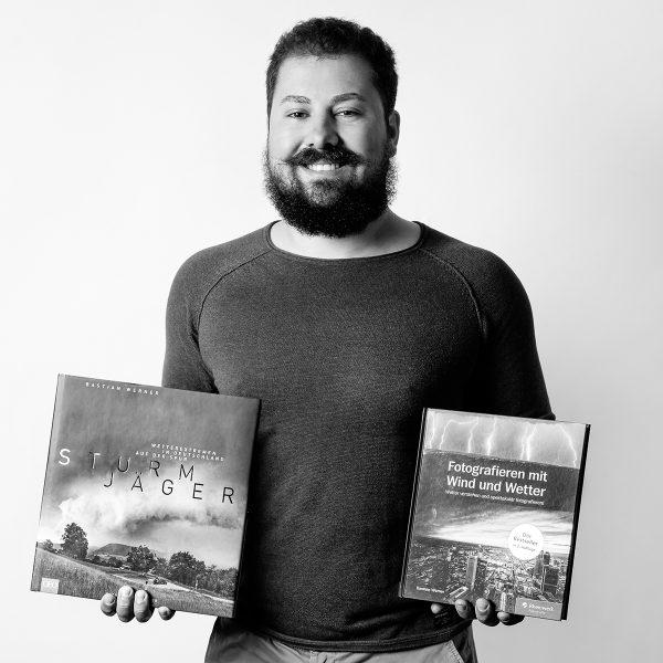 Bastian Werner ist Autor von Vor der Tür