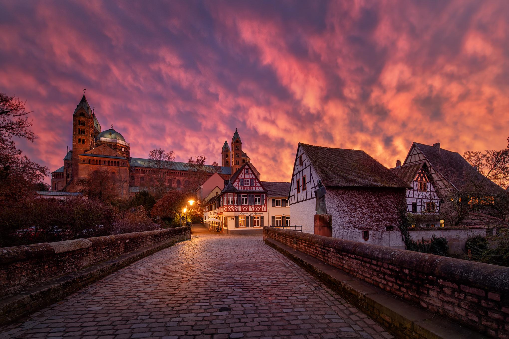 Der Dom zu Speyer im Abendrot